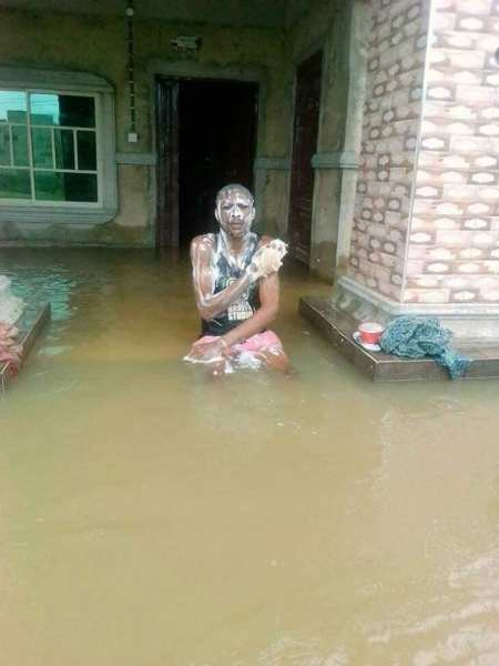 , LOL!! Nigerian Man Baths And Swims In His Flooded House (Photos), Effiezy - Top Nigerian News & Entertainment Website