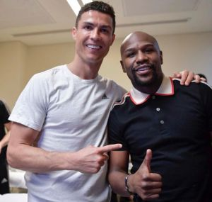 Ronaldo Celebrates With Floyd Mayweather After Winning 1st Trophy With Juventus