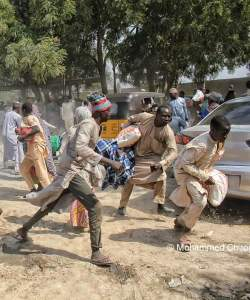 See IDPs Scramble For Food Stuff In Borno Because Of Hunger (Photos)