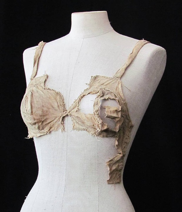 , 500-Year-Old Bra And G-String Discovered In Ancient Castle In Austria (Photos), Effiezy - Top Nigerian News & Entertainment Website