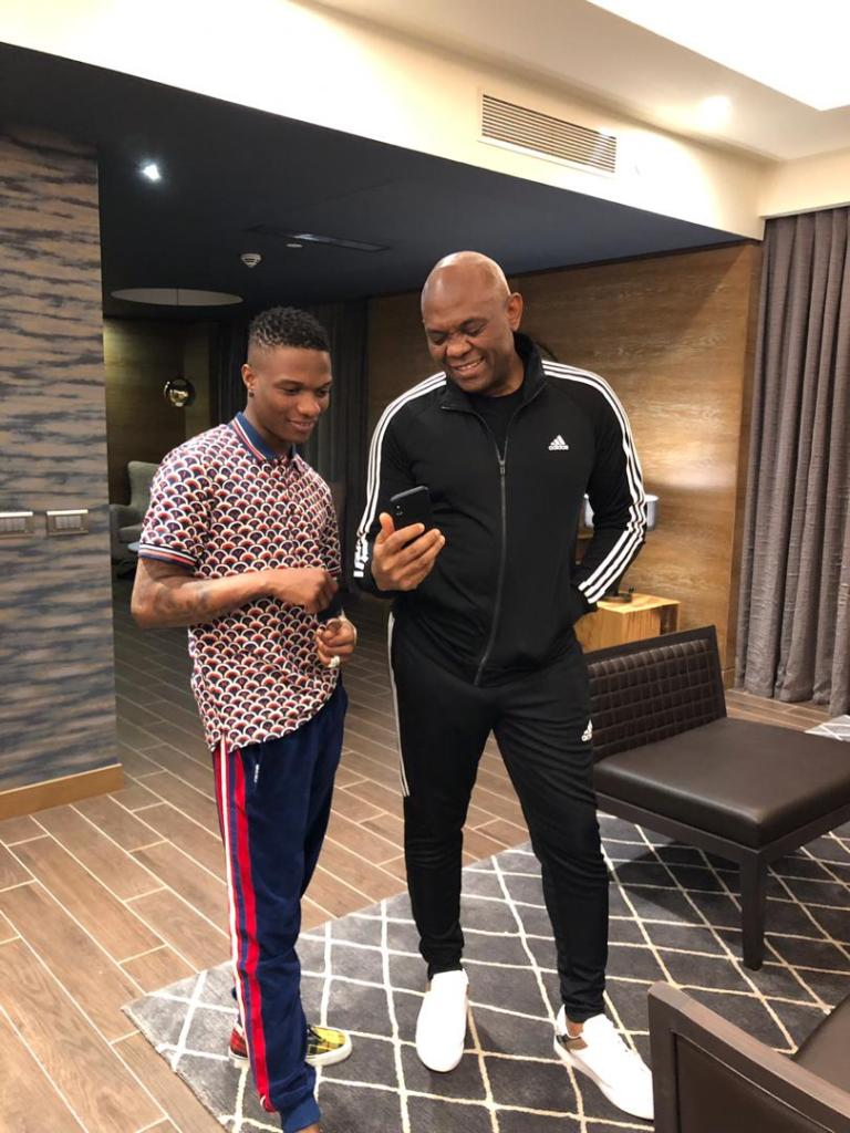 Loke-Loke!! Wizkid And Tony Elumelu Hang Out Together In Mali (Photos) #WorldWizkidday