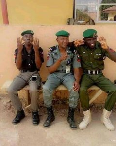 Police Officers Seen Displaying Buhari 4+4 Sign (Photo)