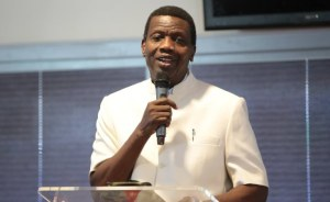 Pastor Adeboye backs extension of worship centres' lockdown