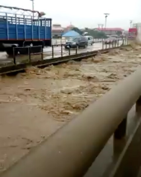 , Abuja Flood: Over 30 People Missing As Flood renders many homeless., Effiezy - Top Nigerian News & Entertainment Website