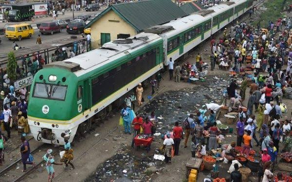 """, """"Move back from rail tracks"""" – Amaechi begs Agege traders, Effiezy - Top Nigerian News & Entertainment Website"""