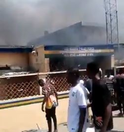 Another police station set on fire in Lagos (video)