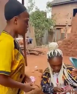 Lady fights with her friend for exposing her cheating adventures to her boyfriend