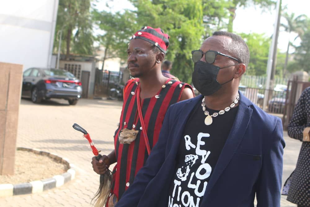 , Drama as spiritual leader storms Abuja court in solidarity with Omoyele Sowore, Effiezy - Top Nigerian News & Entertainment Website