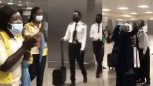 Female pilot applauded for landing airplane safely despite bad weather (video)
