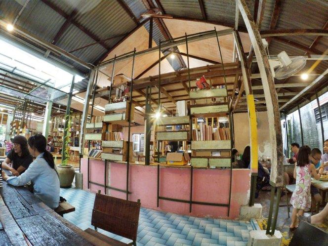 长颈鹿图书馆 蕉赖 雪兰莪 马来西亚 文艺咖啡厅图书馆 Little Giraffe Book Club Balakong 43200 Batu 9 Cheras Selangor Malaysia Art Cafe Library A12