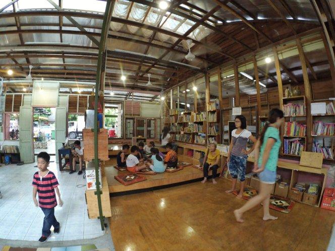 长颈鹿图书馆 蕉赖 雪兰莪 马来西亚 文艺咖啡厅图书馆 Little Giraffe Book Club Balakong 43200 Batu 9 Cheras Selangor Malaysia Art Cafe Library A10