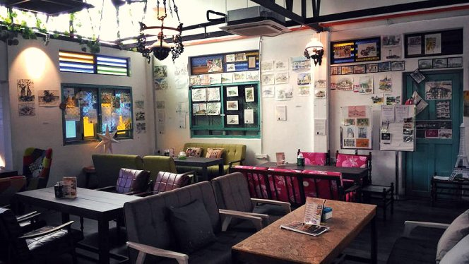 NIce and comfort ambience, Roundabout Kopitiam Bistro and Cafe, Batu Pahat latest attraction