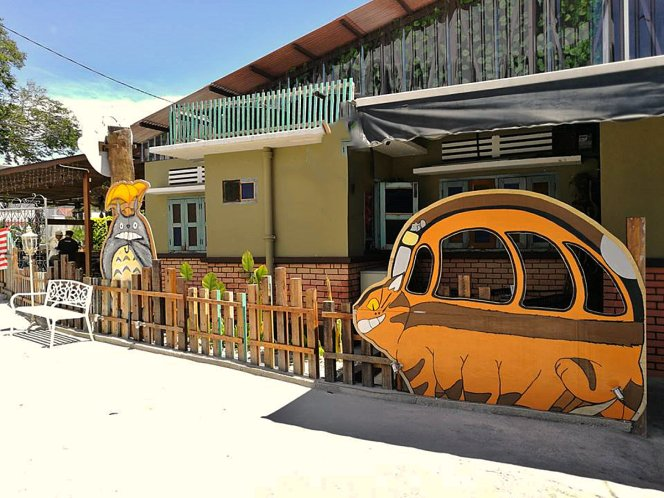 Totoro Theme Cafe , Roundabout Kopitiam Bistro and Cafe Batu Pahat , delicious and famous with good ambience,