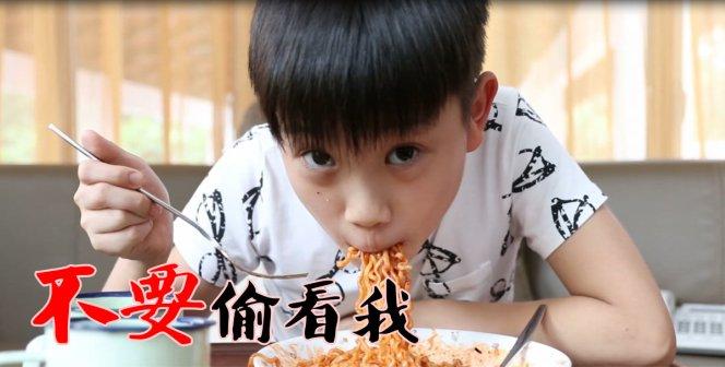 热辣辣 的 韩国拉面挑战 你干嘛 你敢吗 哈哈 Victor Lim Korean Fire Mee Ra Mian Challenge Dare to try A02.jpg