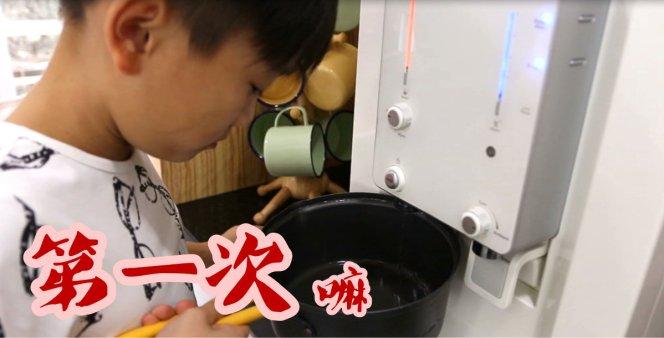 热辣辣 的 韩国拉面挑战 你干嘛 你敢吗 哈哈 Victor Lim Korean Fire Mee Ra Mian Challenge Dare to try A03.jpg