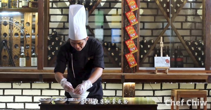 Chef Chiw Kian Ong Chef at Roundabout Bistro N Cafe Batu Pahat Johor Malaysia Make mistakes and learn from themstay humble and determined A01-00