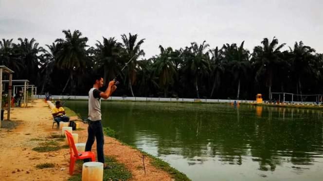 Kolam Memancing Simpang Sikon - Kolam Memancing Ikan Parit Raja Batu Pahat Johor Malaysia B19