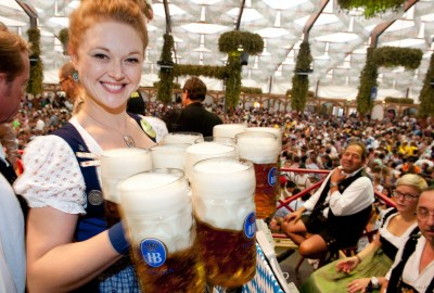 lovely-waitress-with-her-beer-in-munich-oktoberfest