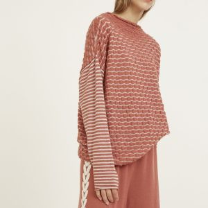Elastic waist wide leg knit palazzo pants. Featuring organic motifs on the laterals and a contrasting trim