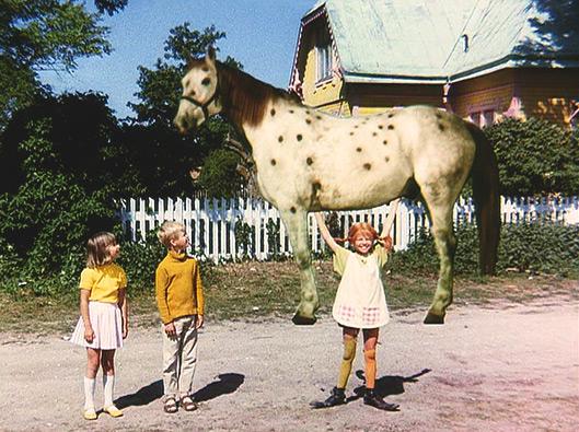 https://i1.wp.com/efraimstochter.de/medien/Filmbilder/Pippi-stemmt-den-Kleinen-Onkel-in-die-Luft.jpg