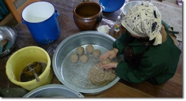 forming-mixture-into-balls