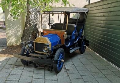 Foto's: oud voertuig Oude Tufferbaan te zien in Museumtuin