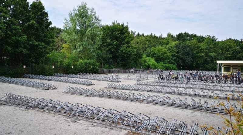 De Efteling wil fietsen stimuleren en maakt fietsenstalling gratis