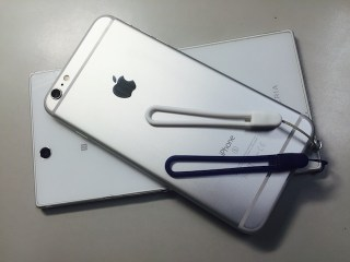 phone-with-strap