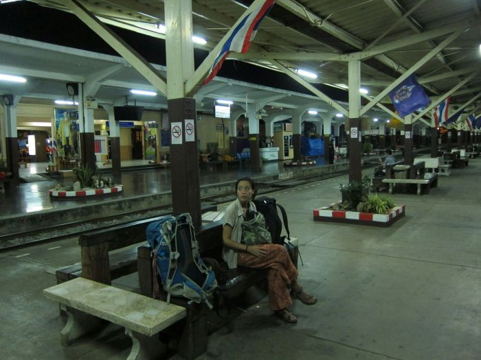 Waiting for the 1.30am train from Phitsanulok to Bangkok