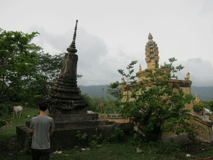 A leaning chedi at Wat Rattanak Sophoan...
