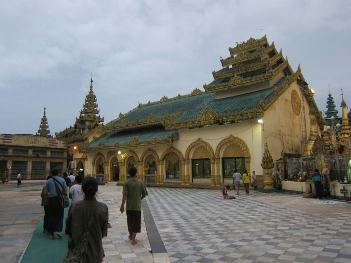 We visited Shwemokehtaw Temple