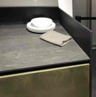 Cosmos Nero Leathered slate & Lacquered brass
