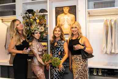 guests posing with the living statue at the rndd gallery walk 2019 in the eggersmann kitchens chicago showroom