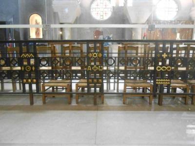 Les grilles de Dubuc : Table de communion du Choeur déplacé contre le-bas-côté sud, réalisée par R. Dubuc (© Jérôme Bohl).