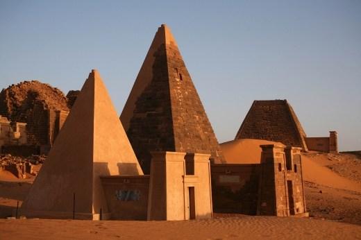 meroe-pyramids_2