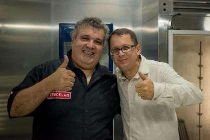 João Roberto (à dir.) destaca o potencial de negócios do food truck gigante - Foto: Divulgação