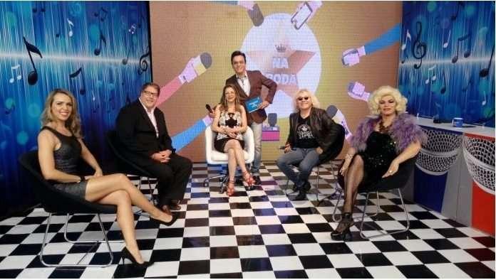 Foto reprodução internet: Karla de Lucca, Luciano Faccioli, Marcia Piovesan, Ovelha e Salete Campari no quadr a Roda do Programa do Nahim Rede Brasil de Tv