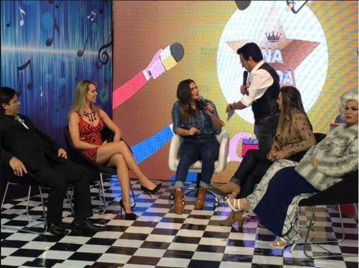 Foto reprodução internet: Nahim recebe Geisy Arruda em seu programa da Rede Brasil.