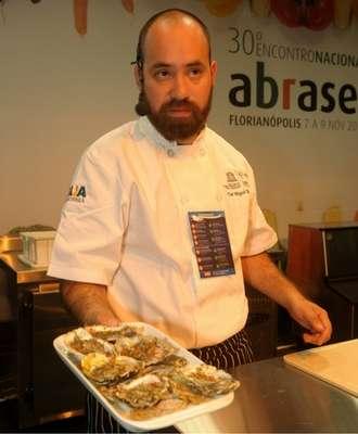 Chef-Miguel-Bahena-Foto-Sérgio-Vignes-330x400 Title category