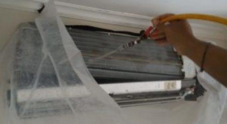 Membersihkan Sirip Evaporator Perawatan pada AC Split