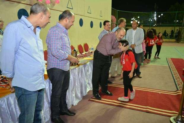 عمرو السعيد يكرم لاعبات نادى الصيد للكرة الطائرة