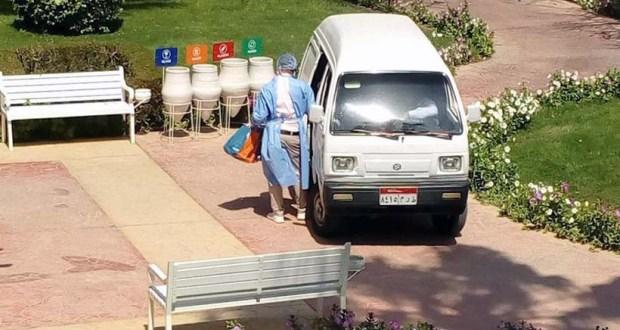 موظفو منتجع ديزرت روز يرتدون بدلات واقية بعد أكتشاف اصابة من فيروس كورونا