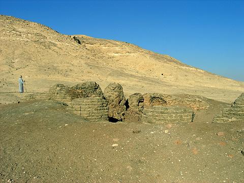 Mudbrick structures at Deir el-Gabrawi