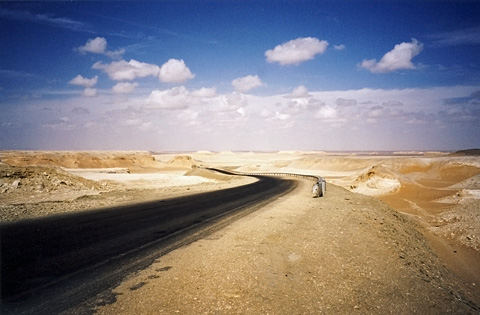 The road from Dakhla to Farafra