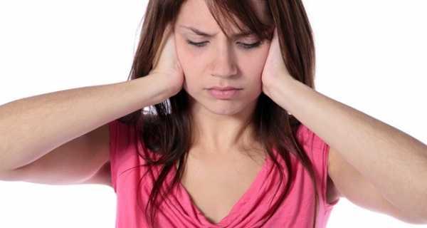 Шум в ухе почему – причины и лечение, почему шумит в одном ухе