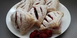 Пирожки с малиной из слоеного теста _