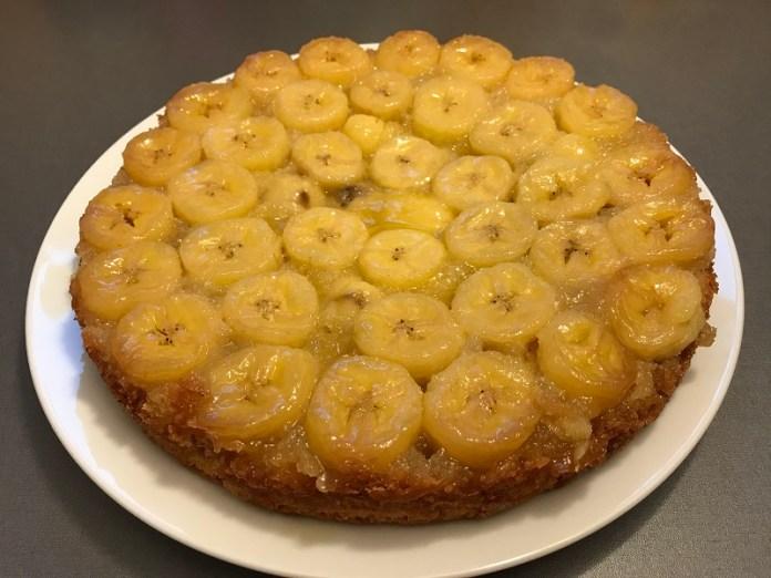 Банановый пирог с карамелью _