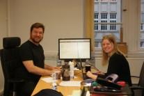 Boris Jacob & Stephanie van de Sandt beim umsetzen der Texte in LaTeX