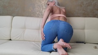 The blonde in tight jeans showed the ass
