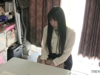 美熟女の自宅を訪問、10代みたいな下着でマッサージをさせてみた